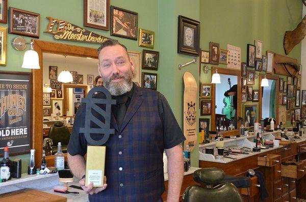 Aandacht voor Winnaar Barbershop Award 2017 in TOP HAIR augustus