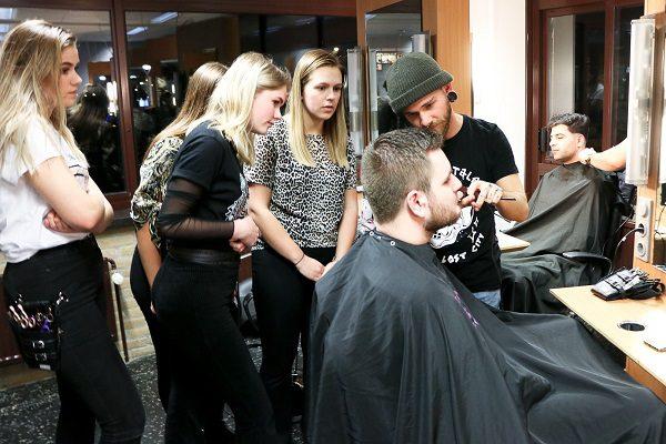 Twintig nieuwe barbiersstoelen maken keuzedeel Barbier compleet
