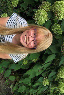 18-jarige Laura dolblij met nieuw haarwerk  HAARWENSEN REIKTE 1.500ste HAARWERK UIT
